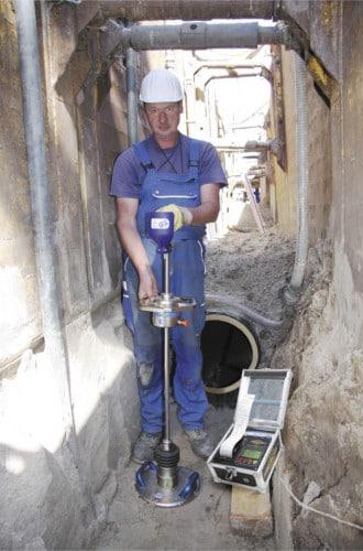 Bodenverdichtung im Kanalbau messen mit der Leichten Fallplatte